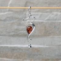 """Pendente """"Gatto con campanello"""" in argento 925 con Ambra da Mar Baltico"""